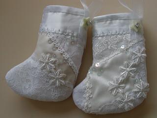 ホワイトのミニ・ブーツ