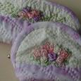 花の刺繍のミニポーチ