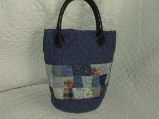ブルーのミニバッグ